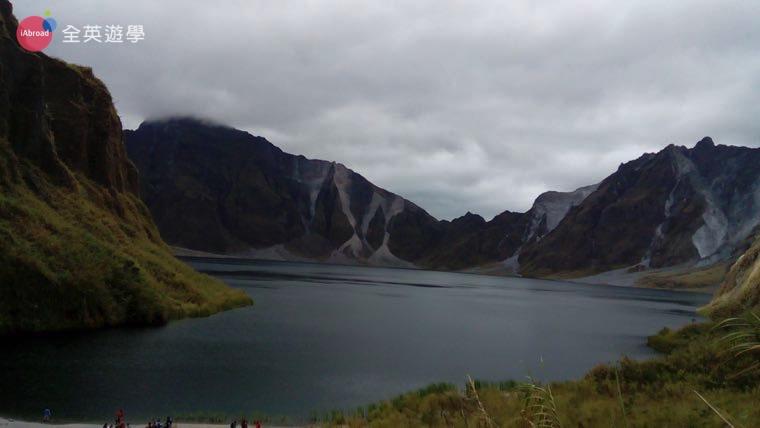 ▲ 走了好久終於看到火山湖了!累是值得的!真的很壯觀喔!
