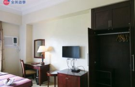 《IDEA Academia 語言學校》校外宿舍 Sarrosa Hotel ,有電視、冷氣、衣櫥