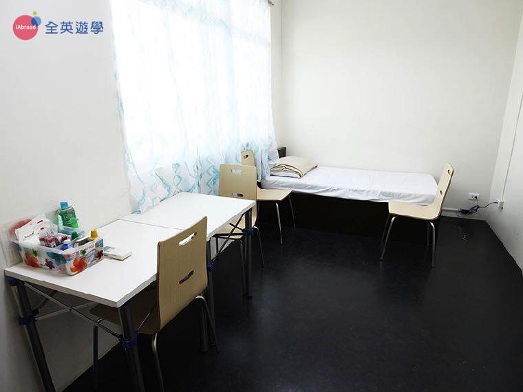 《IDEA Academia 語言學校》學生宿舍單人房,採光超好,一個人享用寬大的空間!