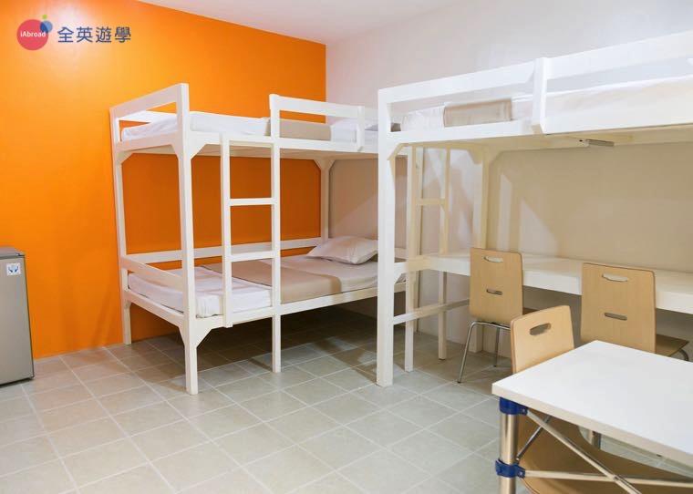 《IDEA Academia 語言學校》學生宿舍三人房,採光超好