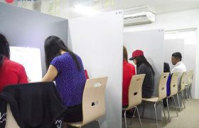 《IDEA Cebu 語言學校》開放式的一對一上課區