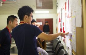 《IDEA Cebu 語言學校》公布欄上會有課表等重要資訊