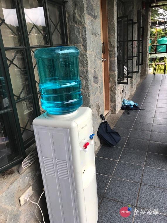 ▲走廊上都有飲水機唷