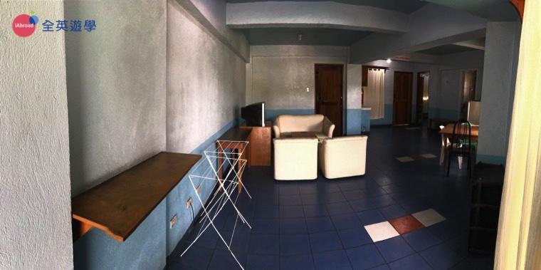 ▲單人房是類似公寓的形式,兩間單人房共用客廳、廚房及一套衛浴