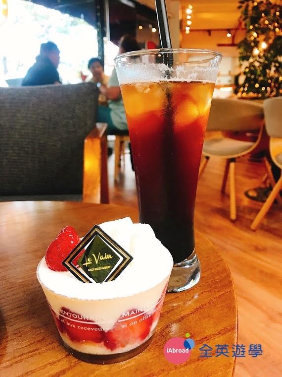 ▲ 美式冰咖啡+草莓鮮奶油蛋糕 @ 碧瑤 Le Vain 韓國麵包店