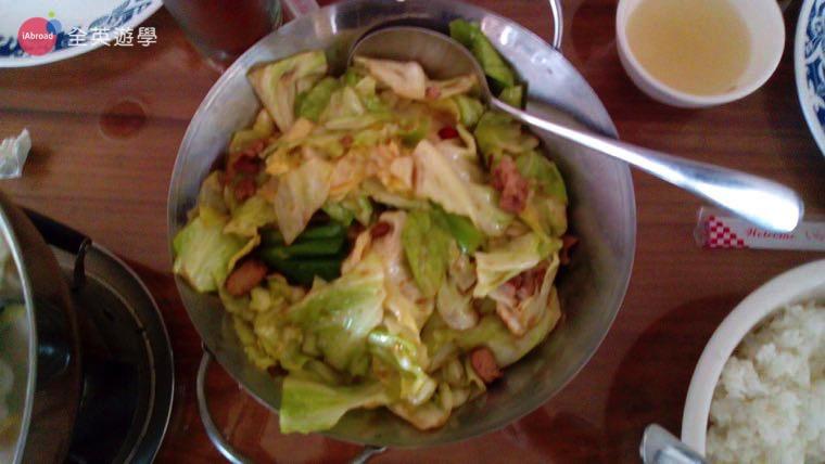 ▲ 炒高麗菜,立馬有回到台灣的感覺