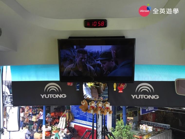 ▲ 全英遊學顧問 Inki 這次上碧瑤的時候,車上正在播放帥哥布萊德彼特 Brad Pitt 的電影《怒火特攻隊 Fury》~ 帥帥!