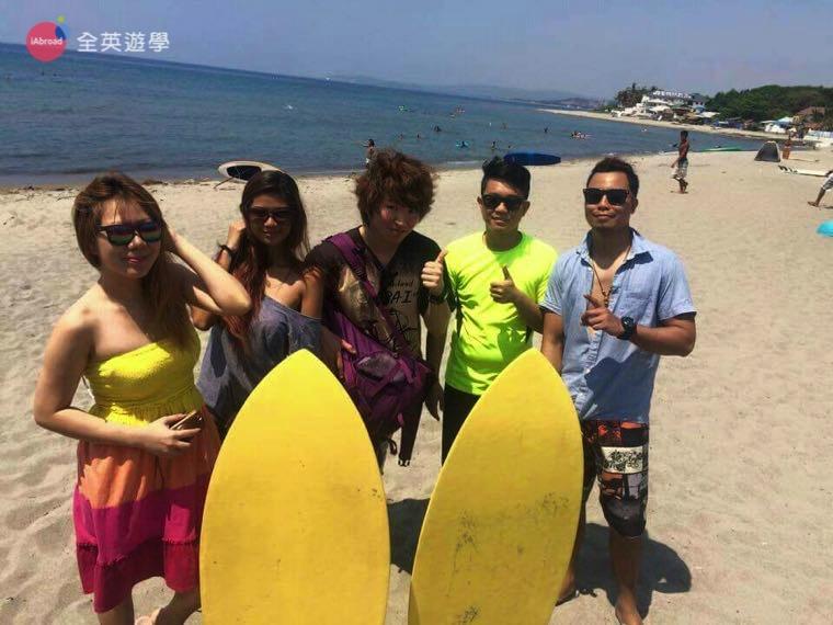 《Baguio JIC 語言學校》週末學生一起去衝浪!