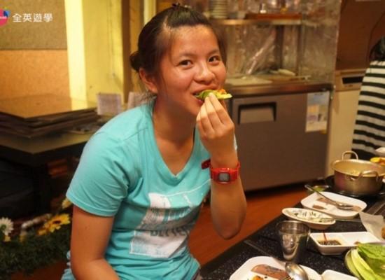 WALES 走路一分鐘就到韓國街~Legarda Road。超多好吃的餐廳!正宗韓國烤肉必吃!