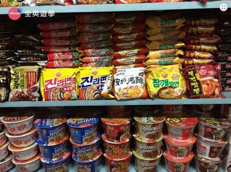 ▲ 辛拉麵、泡菜餅乾,韓國零食買不完