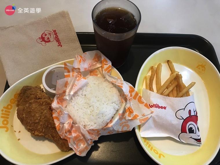 ▲ Jollibee 的套餐有點像台灣的丹丹漢堡,西式中式食物搭在一起吃,吃炸雞配白飯,是不是超特別的啊?