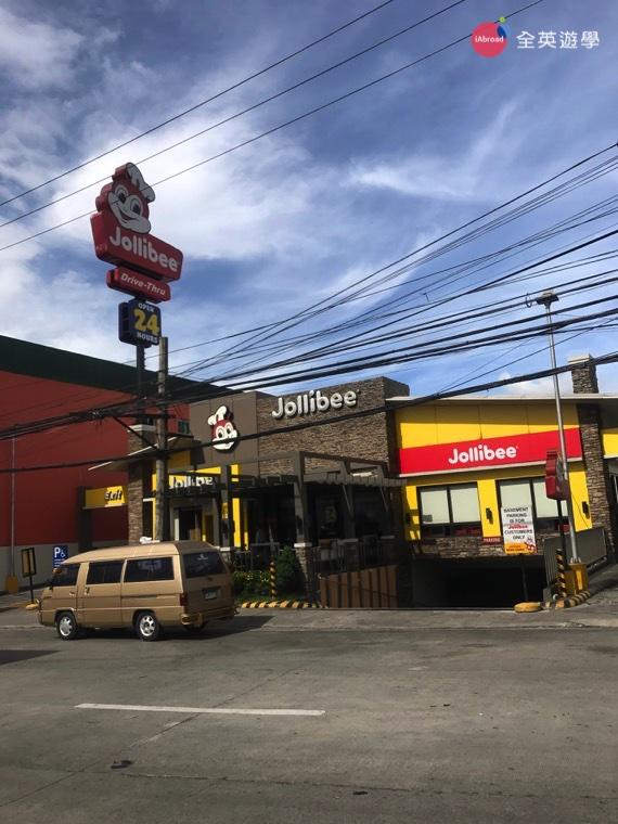 ▲24 小時營業的 Jollibee,再晚都不怕餓肚子啦!