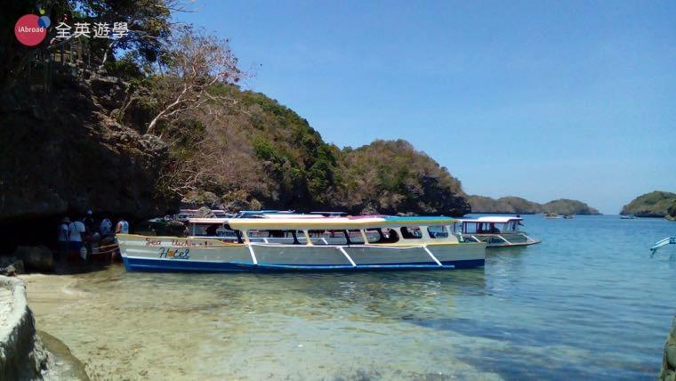 ▲ 菲律賓的「螃蟹船」,跳島必備的交通工具~