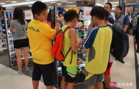 《English Fella 語言學校》週末活動,SM Mall 逛街,挑一副墨鏡,待會去海邊玩就可以用囉!