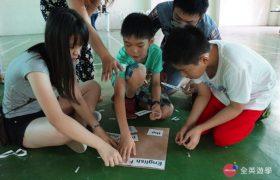 《全英暑期遊學團》English Fella 學校活動,小朋友參加英語拼字遊戲
