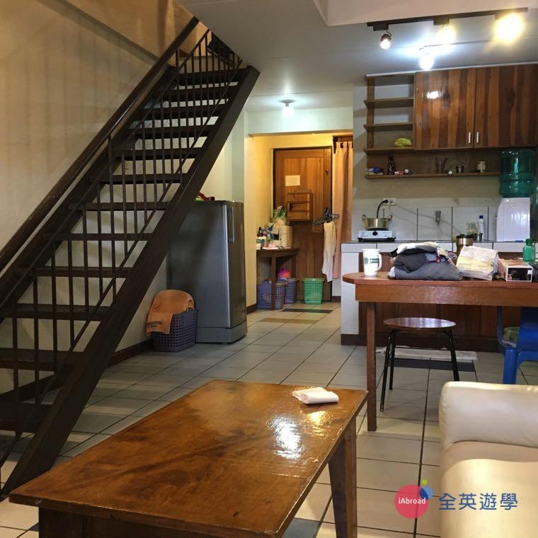 《Baguio JIC 語言學校》學生宿舍的一樓就有廚房,方便學生煮東西吃!
