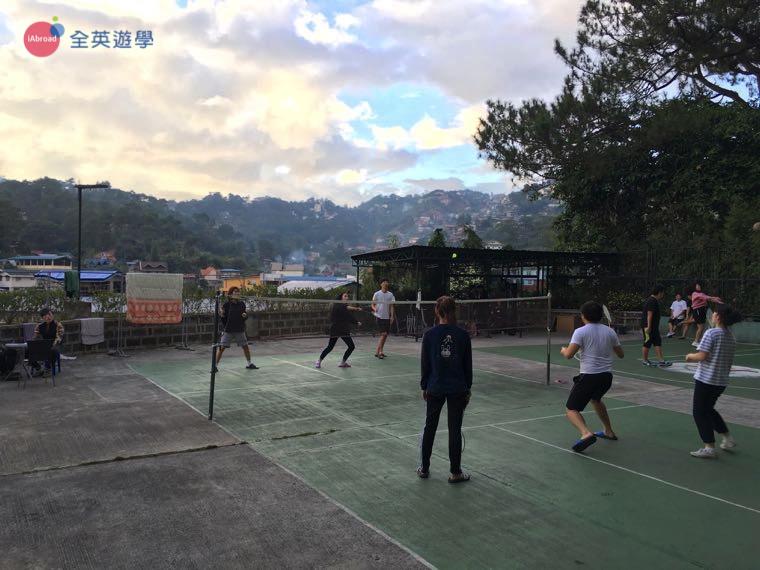 《Baguio JIC 語言學校》羽球場,學生課後都會來這邊運動喔!