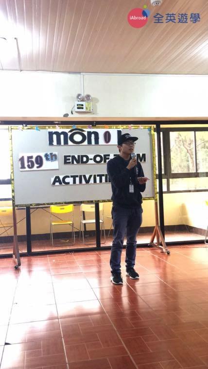 ▲ 我在 Monol 的畢業典禮上台致詞,一開始還滿緊張的,不過,在這裡三個月的訓練,讓我說英文有自信很多!