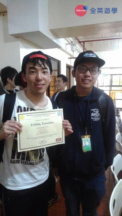 ▲ Monol 的畢業典禮每兩週舉辦一次,恭喜我的日本朋友終於畢業啦!(耶~放鞭炮)