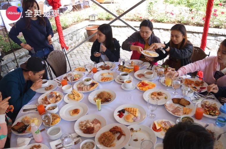 ▲ 超誇張豐盛的下午茶大餐,慰勞平常認真唸書的我們!