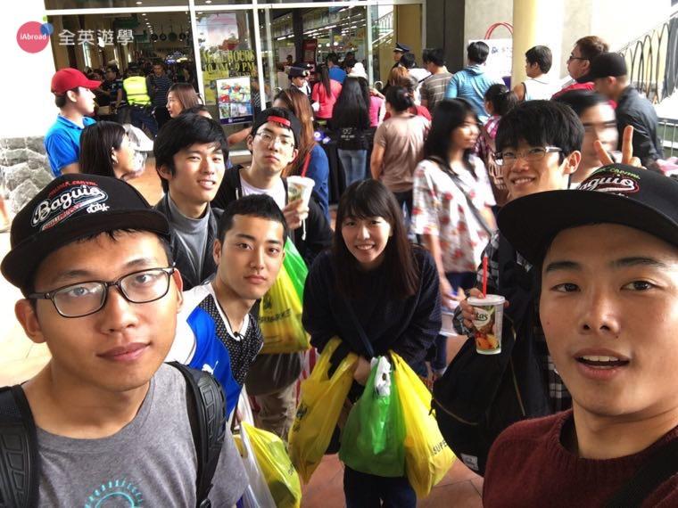 ▲ 和朋友來碧瑤 SM Mall 百貨公司採買生活用品,每個人都大包小包的~