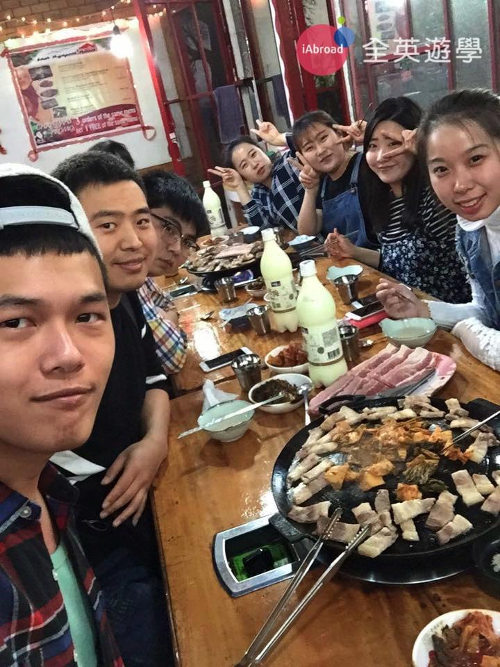 ▲ 在菲律賓學英文的韓國人真的很多,所以,到處都有韓國餐廳,而且,都還滿正宗的喔!在台灣吃韓式銅板烤肉還滿貴的,在這裡我們可以每週去吃也不會太傷荷包~ 哈哈