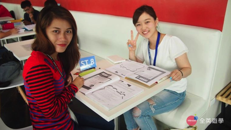 《IDEA Academia 語言學校》學生有些一對一課程會在開放的一對一上課區喔!