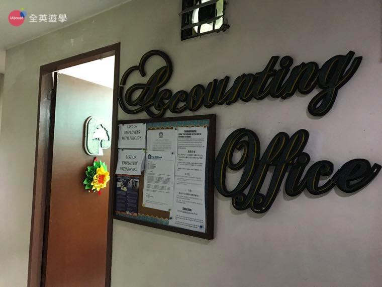 ▲ 學生經理會帶新生一起來會計辦公室(Accounting Office) 換錢,換完我們就可以去樓下超市採買民生必需品囉!