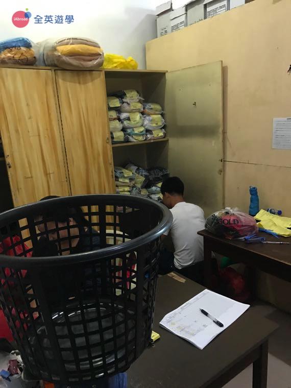 ▲PINES 學校有提供貼心的洗衣服務,學生就不用辛苦的自己洗衣服,專心唸書就好!