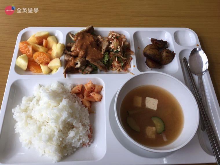 ▲ 每一餐都會有青菜、肉和湯!