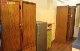 《Baguio JIC 語言學校》口說強化&雅思校區 (PSI) 學生宿舍,提供冰箱和衣櫥