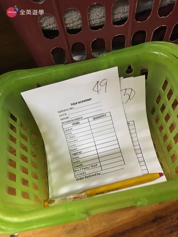 ▲記得要把名字和房號寫好,衣服數量也要寫清楚喔!