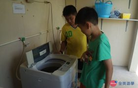 《English Fella 語言學校》學生自己把衣服拿去洗,宿舍提供洗衣機