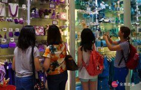 《English Fella 語言學校》週末活動,Ayala Mall 逛街,五彩繽紛的小店