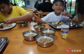 《English Fella 語言學校》學生餐廳,來菲律賓不忘了帶一罐「家鄉味」來配飯吃囉!