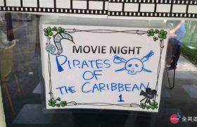 《First English 語言學校》每週三都會有「Movie Night 電影之夜」,有電影可以看喔!