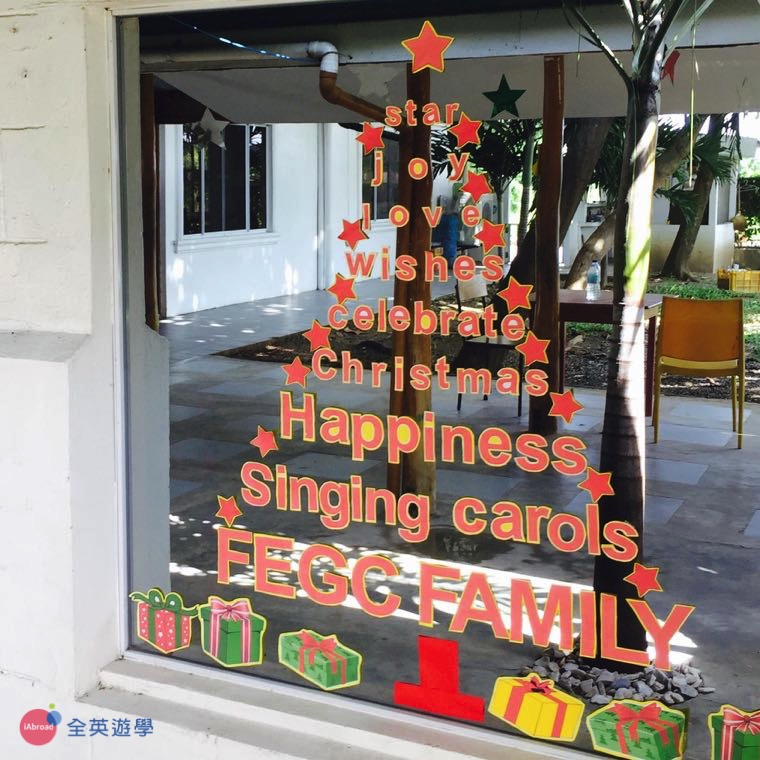 《First English 語言學校》慶祝聖誕節的佈置