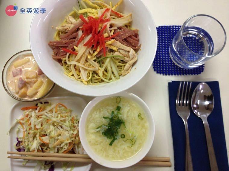 《First English 語言學校》學生餐廳三餐菜色