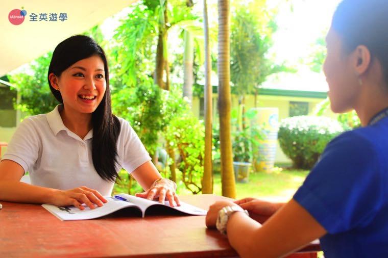 《First English 語言學校》一對一課程,有時也會在戶外上課喔!