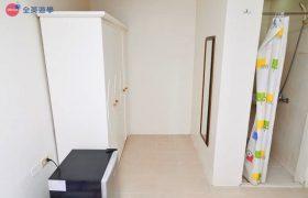 《First English 語言學校》學生宿舍提供衣櫃、冰箱