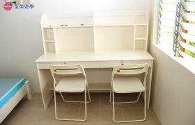 《First English 語言學校》學生宿舍雙人房,每個學生都有自己的書桌!
