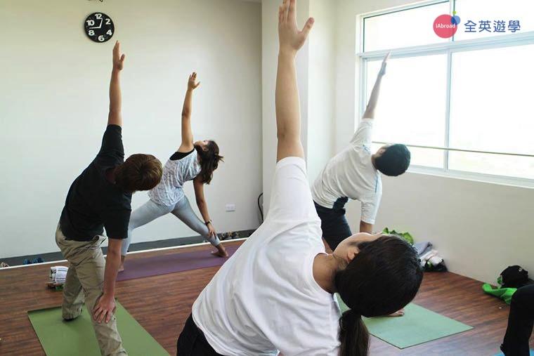 《IDEA Academia 語言學校》有瑜珈教室,可以選修瑜珈課喔!