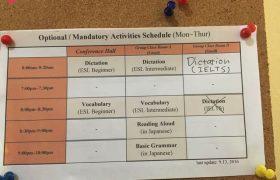 《A&J e-EduDC 語言學校》公告欄上會有課表,或其他重要事項通知