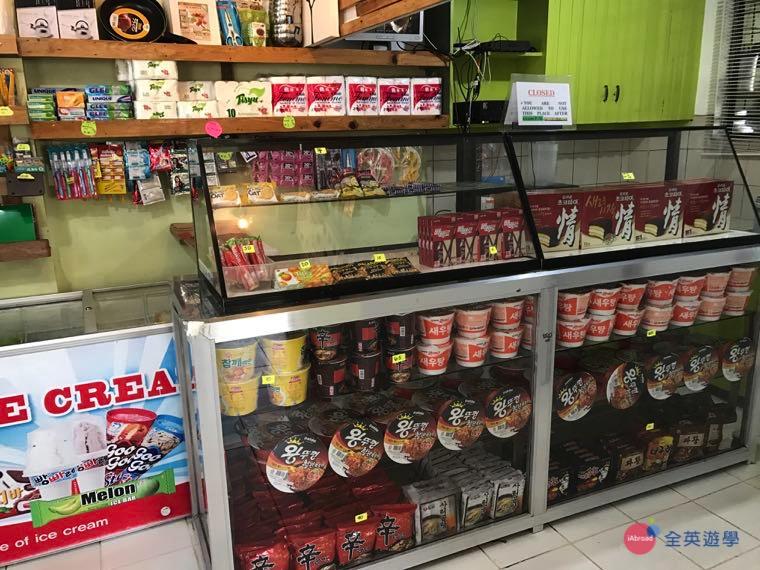 《Baguio JIC 語言學校》福利社有賣零食餅乾、泡麵!還有一些生活用品(牙刷、衛生紙等)