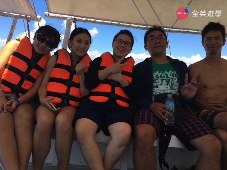 ▲ 全英顧問 Inki 來探訪,和 SMEAG 學校朋友準備出海!跳島行程,宿霧 Cebu 必玩!