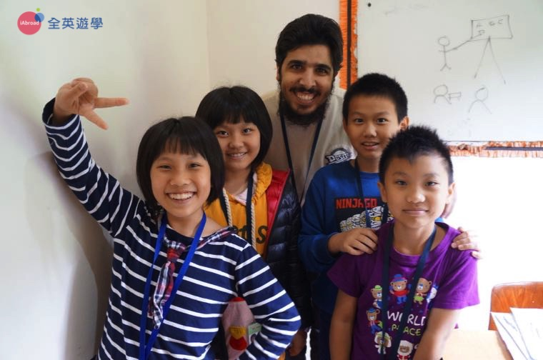 ▲ 2017 全英菲律賓遊學團,團體課讓學生認識中東朋友!
