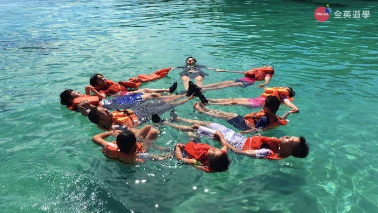 ▲ 大家一起試試挑戰水上芭蕾,我們的隊形很完美吧~