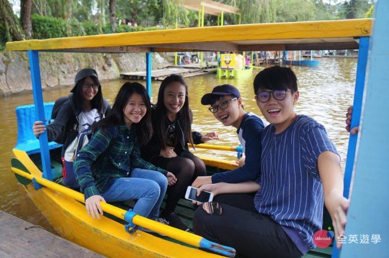 ▲ 菲律賓語言學校課外,假日和朋友一起到 Burham Park 划船,唸英文也要培養感情~