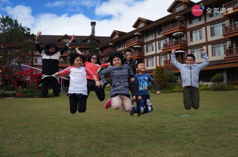 ▲ 2017 全英菲律賓遊學團,小朋友在碧瑤Manor Hotel前玩瘋了!