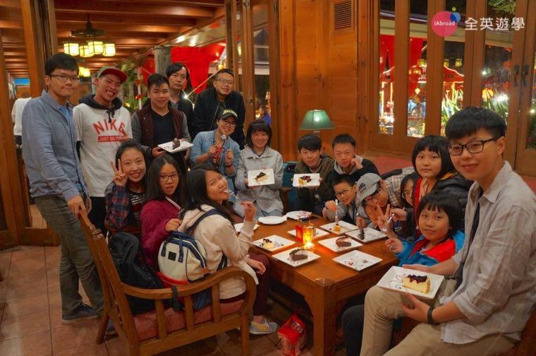 ▲ 2017 全英菲律賓遊學團,好朋友們聚在一起吃美味的甜點!